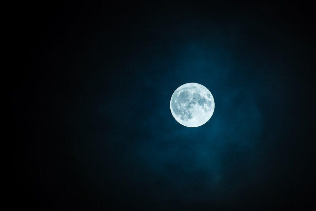 Dieses Bild hat ein leeres Alt-Attribut. Der Dateiname ist moon-1859616_1920-1024x683.jpg
